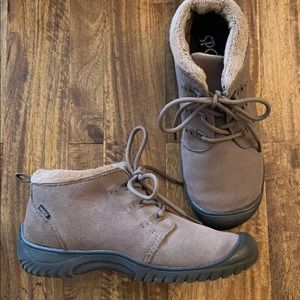 Sporto Bella suede boots Size 6 (water resistant)